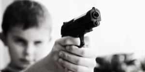 Blanquer prône l'interdiction des armes à feu au lycée