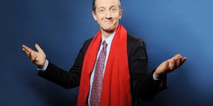 Christophe Barbier c'est fait voler son écharpe rouge