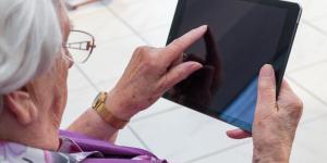 Des tablettes distribuées dans les Ehpad, Youporn en hausse